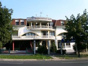 poslovni prostor za izdavanje Beograd - pogled na zgradu sa Ustaničke ulice